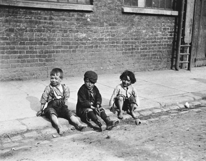 Paul Martin: Street 'urchins,' London, UK, 1893 (Courtesy: www.phaidon.com)