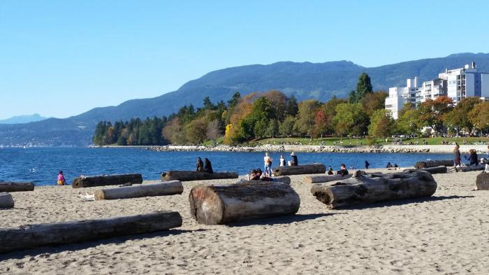 English Bay Beach, West End, Vancouver, Canada. 4 October 2015. (Photo: Hendrik Slegtenhorst)