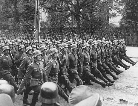 German troops parade through Warsaw, 1939 (Courtesy: US Holocaust Memorial Museum)
