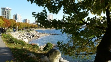 English Bay, from Stanley Park Seawall, Vancouver (Photo: Hendrik Slegtenhorst)